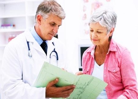 Женщина с врачом